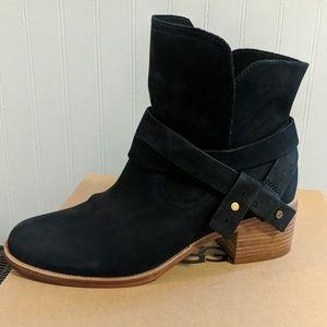 UGG Short Black Boots- 9